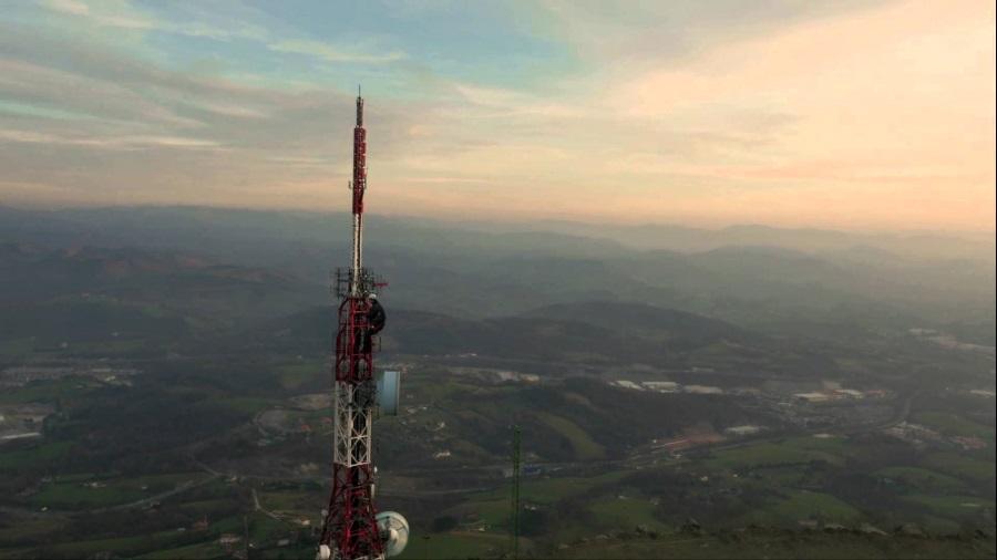 Cellnex Telecom In Corso Trattative Con Iliad Per